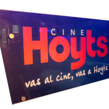 Cartel Hoyts full color, cortado a medida