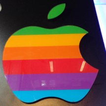 Logo Apple, impreso y cortado laser