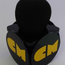 Portamicrofono de acrilico con corte laser y vinilo de corte