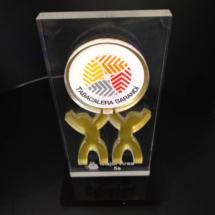 Premio de acrilico, con logo en corporeo impreos full color