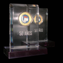 Premio de acrilico, torneado con medalla incrustada en el acrilico